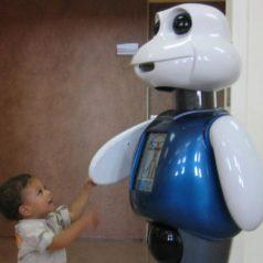 Se acercan los robots enfermeros para cuidar a niños y ancianos