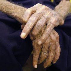 La mitad de los cuidadores de dependientes sufren problemas mentales